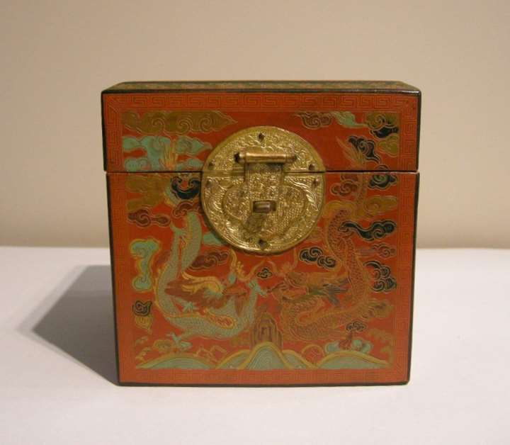 Rare box tianqi qianjin lacquer - with dragons in each face - hinges and clasp in  golden copper   - 18/19° century